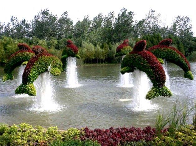 Grass sculptures delphin