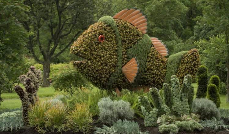 Grass sculptures fish