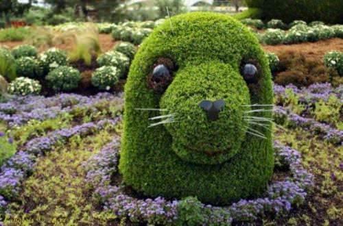 Grass sculptures seal