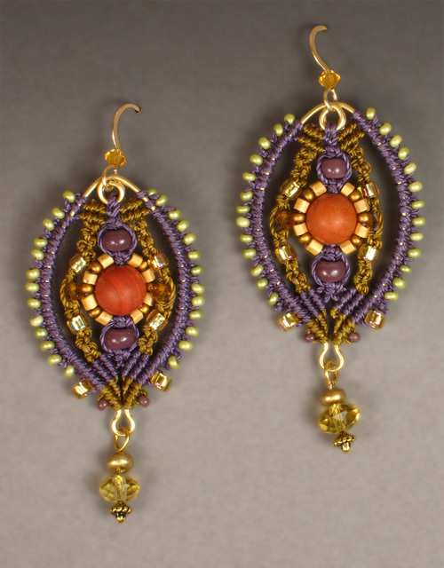 Palazzo earrings in gold and plum