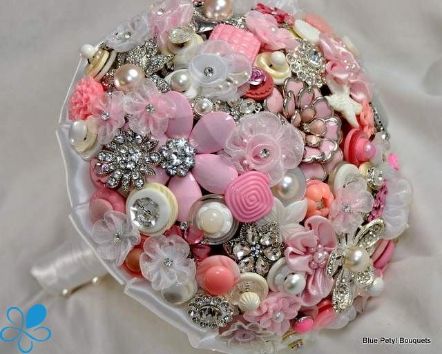 weding flowers from buttons 22