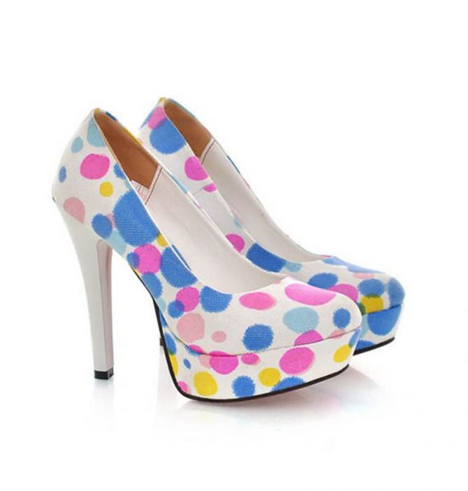 Color polka dot shoes