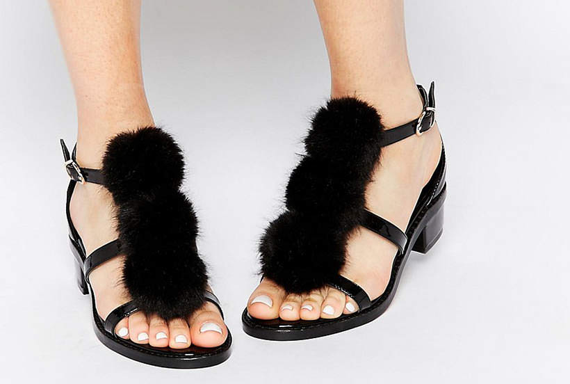 11 Pom Pom elegant sandals