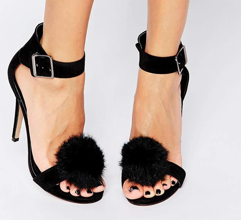 12 Pom Pom elegant sandals